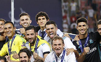 Dani Ceballos, exultante, con Supercopa pero sin minutos