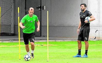 Zozulia, durante un entrenamiento de esta pretemporada con el Real Betis.