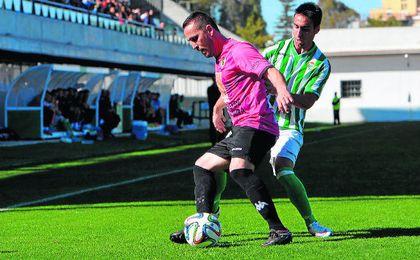 Futuro y pasado del Gerena en esta imagen: Toni y Rafa Navarro en un Betis B-Cacereño de la 14/15.