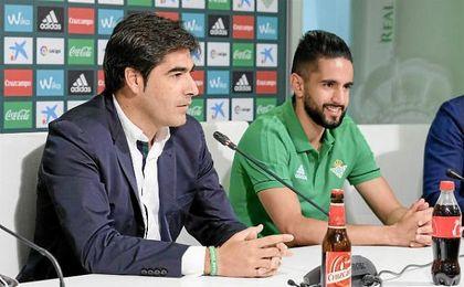 Haro, junto a Boudebouz en su presentación.