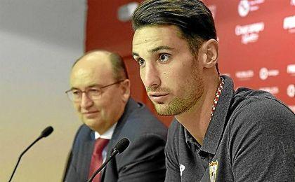 Sergio Rico, durante su rueda de prensa.
