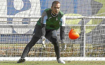 Pau López, en un entrenamiento con el Espanyol.