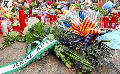 Imagen del ramo que ha dejado el Betis en recuerdo a las víctimas del atentado.