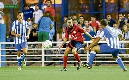 Imagen del partido jugado la pasada temporada entre Pino Montano y El Pedroso.