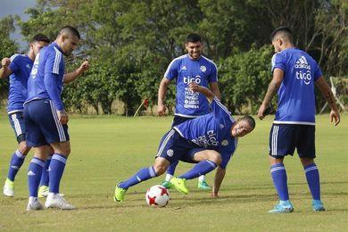 Paraguay se apoya en sus referentes para citas cruciales con Chile y Uruguay
