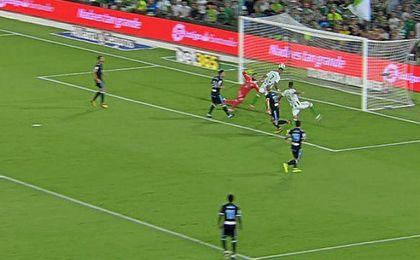 Cómo la puso Guardado para el gol de Sergio León