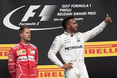 Vettel y Hamilton pugnan por un título imposible para el tercero más laureado