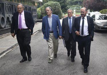 Consenso en el fútbol español en que la mejor solución es dimisión de Villar
