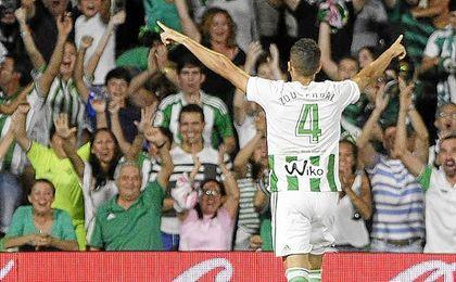 Feddal habla de su debut en el Villamarín, su gol, la adaptación...