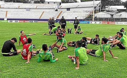 Guardado, junto a sus compañeros de la selección de México.