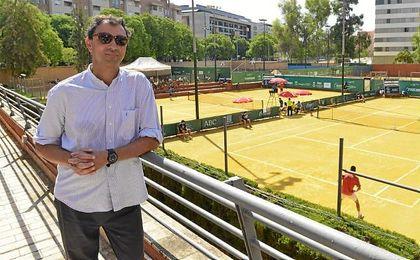 El director de la Copa Sevilla, José María León, en el Real Club Tenis Betis.