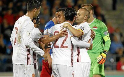 Los jugadores de España para celebrar un gol ante Liechtenstein.