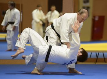 Abe propone combates de judo entre los presidentes de Rusia y de Mongolia