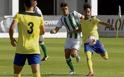 Ezequiel Lamarca, que a los 22 años se rompió el ligamento cruzado anterior, lesión que superó, tiene como referentes en el fútbol profesional al exbético Rubén Castro y al madridista Karim Benzema.
