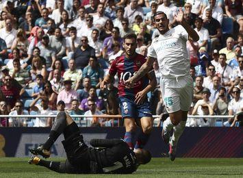 El Real Madrid y el Levante empatan 1-1 al descanso en el Bernabéu