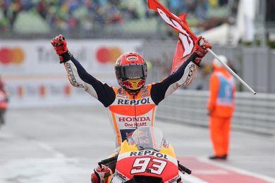 Márquez recupera el liderato del mundial con un triunfo de coraje