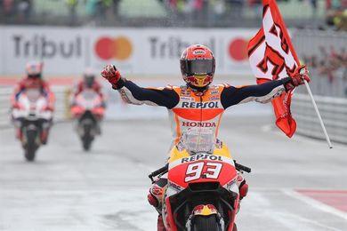 """Márquez """"tira de genes"""" y suma su cuarta victoria de la temporada en MotoGP"""