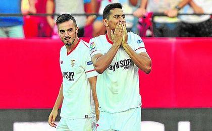 Ganso celebra el gol que puso en ventaja al Sevilla con el Eibar, el segundo de su cuenta.