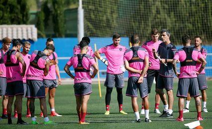 Levante y Valencia afrontan el derbi igualados en puntos y buen juego