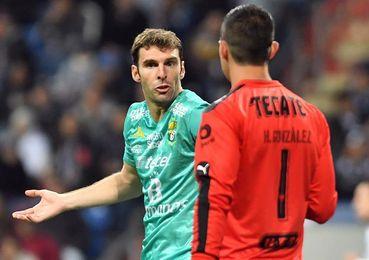 El argentino Boselli encamina al León al triunfo y es líder de los goleadores