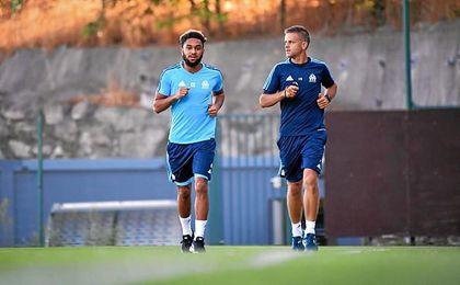 Amavi, ejercitándose al margen con el Olympique de Marsella.
