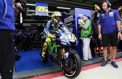 Pedrosa marca el ritmo, Rossi la épica