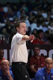 Pitino es despedido sin salario como entrenador de Louisville