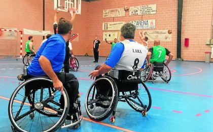 Fiesta del basket en silla en Dos Hermanas