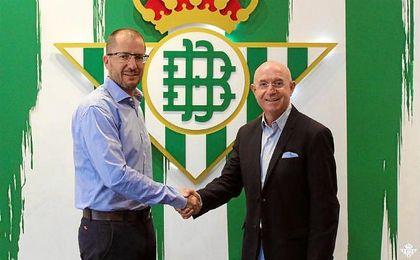 José Juan Romero, junto a Serra Ferrer tras su renovación.