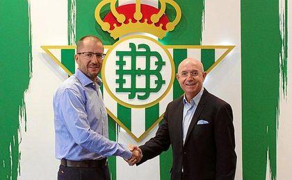 José Juan ha renovado hasta 2019.