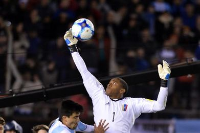 El portero Faríñez dice que Venezuela debe anular el poder goleador de Uruguay