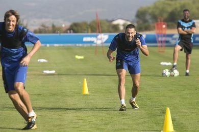 Tomás Pina se entrena al margen del grupo y es duda para viajar a Badajoz