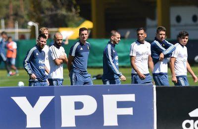 Messi y Mascherano permanecen en concentración en la jornada libre de Argentina