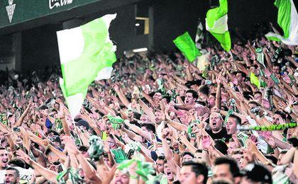 Imagen de la grada de Gol Sur del Villamarín en uno de los partidos de la presente temporada.