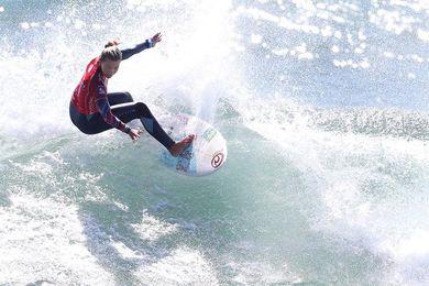 La costarricense McGonagle gana prueba del mundial femenino de surf en Chile