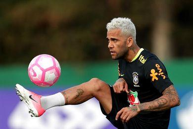 Daniel Alves ensalza a Tite y dice que es el mejor técnico de Brasil