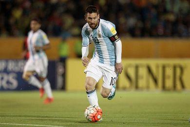 El estadio Olímpico Atahualpa se arrodilla ante el rey Messi