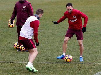 """Juanfran: """"El Barcelona no solo es Messi, hay que estar encima de todos"""""""