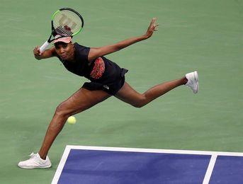 Naomi Osaka vence a Venus Williams y se toma revancha
