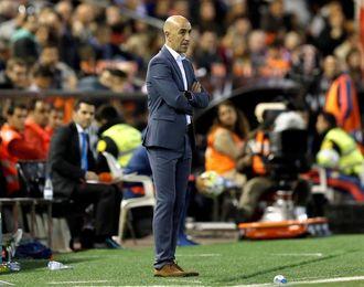 Pako Ayestarán trabaja la salida de balón de cara al partido contra el Celta