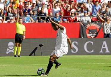 Uno de los 14 fueras de juego que le pitaron al Sevilla contra el Málaga.