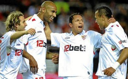 Kanouté, junto a los brasileños Adriano y Luis Fabiano en el Sevilla.