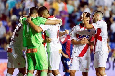 Un mejorado Alavés recibe a una irregular Real Sociedad en su primer derbi