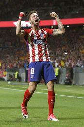 Un gol de Saúl adelanta al Atlético contra el Barcelona al descanso (1-0)