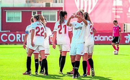 El Sevilla celebra el gol de Martina Piemonte.