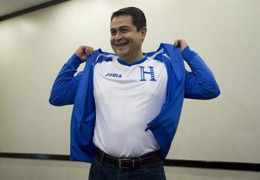 Hernández pide apoyo a la selección de Honduras en la repesca contra Australia