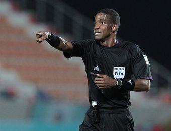 El árbitro panameño Roberto Moreno califica al VAR como una gran herramienta