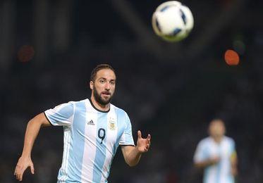 Batistuta defiende a Higuaín y lo pide en el Mundial junto a Icardi y Benedetto