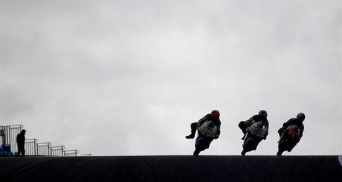 Mir cierra el primer día al frente de la tabla en Moto 3