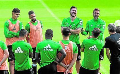 Setién y los suyos quieren volver a sonreír en el Benito Villamarín con la más que probable vuelta al once de Javi García, que ha acortado los plazos.